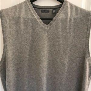 NWOT Van Heusen V neck sweater.
